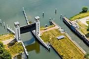 Nederland, Gelderland, Heumen, 26-06-2014; keersluis Heumen in het Maas-Waalkanaal. Naast de heftorens van de keersluis de sluiskolk van de oude schutsluis. <br /> Bij hoogwater gaan beide sluisdeuren dicht en fungeert het complex als hoogwaterkering.<br /> Floodgate in Maas-Waal Channel between rivers Rhine and Meuse, south of Nijmegen<br /> luchtfoto (toeslag op standaard tarieven);<br /> aerial photo (additional fee required);<br /> copyright foto/photo Siebe Swart.