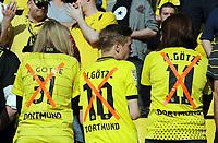 Fotball<br /> Tyskland<br /> 04.05.2013<br /> Foto: Witters/Digitalsport<br /> NORWAY ONLY<br /> <br /> Fans (Dortmund) mit Mario Götze Trikot<br /> <br /> Fussball Bundesliga, Borussia Dortmund - FC Bayern München