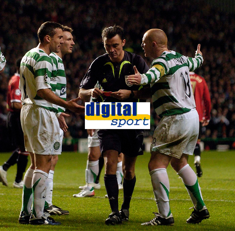 Photo: Jed Wee.<br /> Glasgow Celtic v Manchester United. UEFA Champions League, Group F. 21/11/2006.<br /> <br /> Celtic players mob referee Manuel Enrique Mejuto Gonzalez after he awards Manchester United a penalty.