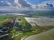 Nederland, Gelderland, Gemeente Zaltbommel; 25-02-2020; Buitenpolder Het Munnikeland, ten oosten van Loevestein aan rivier de Waal. In het kader van het programma Ruimte voor de Rivier is de Waaldijk landinwaarts verlegd en heeft de Waal meer ruimte gekregen waardoor de rivier bij extreem hoogwater meer water kan afvoeren. Situatie bij hoogwater, afgedamde Maas in de achtergrond.<br /> National Project Ruimte voor de Rivier (Room for the River): the Waal dike has been shifted (inland direction) and as a consequence the river can transport the water more efficient in case of high waters. <br /> luchtfoto (toeslag op standard tarieven);<br /> aerial photo (additional fee required)<br /> copyright © 2020 foto/photo Siebe Swart