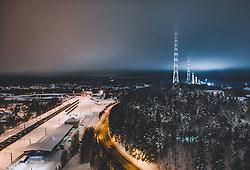 THEMENBILD - Blick auf die finnische Stadt Lahti mit den Lichtern der Stadt im Winter mit Schnee bedeckt, Sendetürme des Rundfunkmuseums, aufgenommen am 07. Februar 2019 in Lahti, Finnland // View of the Finnish city Lahti with the lights of the city in winter covered with snow, Broadcast towers of the Radio Museum. Lahti, Finland on 2019/02/07. EXPA Pictures © 2019, PhotoCredit: EXPA/ JFK