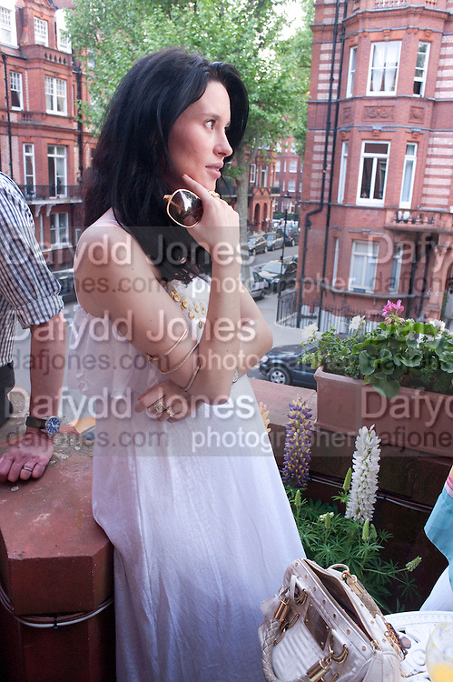JASMINE LENNARD, Drinks party hosted by Basia Briggs. Sloane Gdns. London. 24 May 2010. -DO NOT ARCHIVE-© Copyright Photograph by Dafydd Jones. 248 Clapham Rd. London SW9 0PZ. Tel 0207 820 0771. www.dafjones.com.