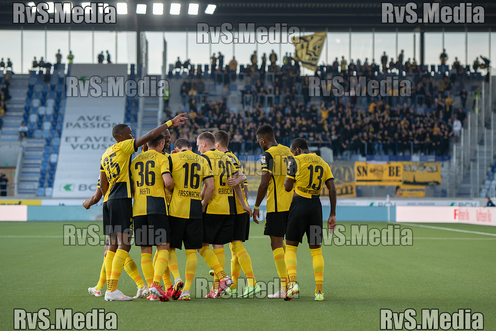 LAUSANNE, SWITZERLAND - SEPTEMBER 22: BSC Young Boys players celebrate their team goal during the Swiss Super League match between FC Lausanne-Sport and BSC Young Boys at Stade de la Tuiliere on September 22, 2021 in Lausanne, Switzerland. (Photo by Basile Barbey/RvS.Media)