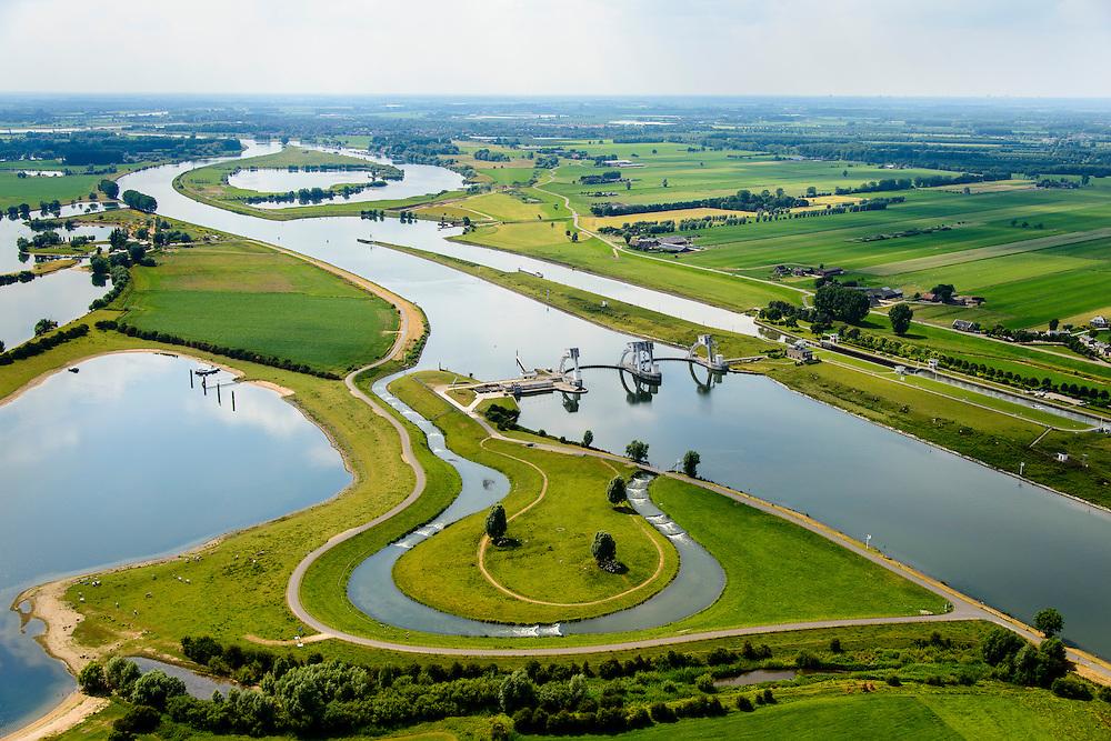 Nederland, Gelderland, Gemeente Utrechtse Heuvelrug, 26-06-2013; Sluis- en Stuwcomplex Amerongen in de Neder-rijn.  Ook bekend als Stuw Maurik. De stuw reguleert waterniveau in de Neder-rijn. Naast de stuw een schutsluis en vispassage.<br /> Barrage or flood gate in Lower Rhine, regulates waterlevel. Southeast of Utrecht. luchtfoto (toeslag op standaard tarieven);<br /> aerial photo (additional fee required);<br /> copyright foto/photo Siebe Swart.