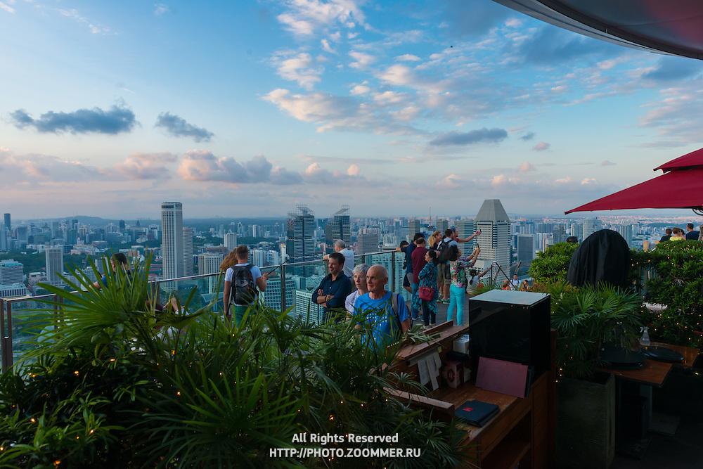 Skypark observation deck and Sky Bar Ce La Vi In Marina Bay Sands hotel, Singapore