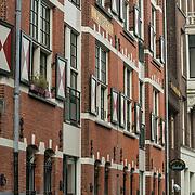 NLD/Amsterdam/20180628 - Rondvaart Amsterdam, cgrachtenpand aan een gracht