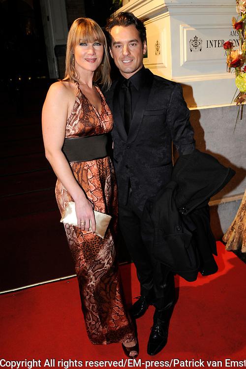 Uitreiking Beau Monde Awards in het Amstel Hotel, Amsterdam.<br /> <br /> Op de foto:  Rik van de Westelaken met een vriendin