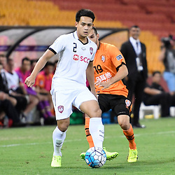 BRISBANE, AUSTRALIA - FEBRUARY 21: Peerapat Notchaiya of Muangthong United passes the ball during the Asian Champions League Group Stage match between the Brisbane Roar and Muangthong United FC at Suncorp Stadium on February 21, 2017 in Brisbane, Australia. (Photo by Patrick Kearney/Brisbane Roar)