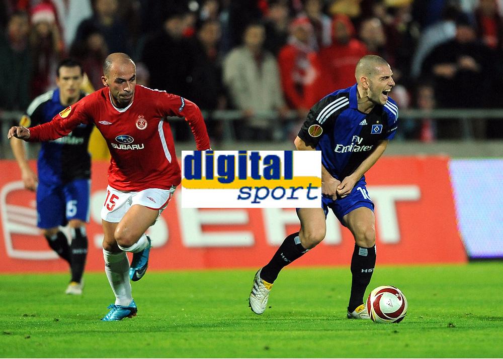 v.l. Zurab Menteshashvili , Mladen Petric HSV<br /> Europa League Hapoel Tel Aviv - Hamburger SV<br /> <br /> Norway only