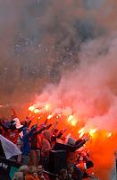 BLOEMENDAAL -  Supporters van Bloemendaal tijdens de halve finale van de Euro Hockey League tussen de mannen van Bloemendaal en Amsterdam (2-2).   Bloemendaal wint na shoot -outs.  ANP KOEN SUYK