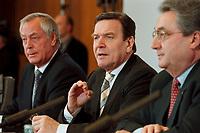 09 JAN 2000, BERLIN/GERMANY:<br /> Dieter Schulte, Vorsitzender Deutscher Gewerkschaftsbund, DGB, Gerhard Schröder, SPD, Bundeskanzler, und Dieter Hundt, Präsident Bundesvereinigung der Deutschen Arbeitgeberverbände, BDA, während der Pressekonferenz zum 5. Spitzengespräch Bündnis für Arbeit; Bundeskanzleramt<br /> IMAGE: 20000109-01/01-19<br /> KEYWORDS: Gerhard Schroeder, Buendnis