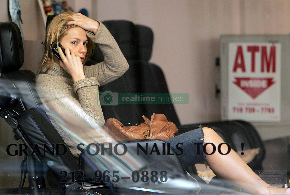 U.S actress Claire Danes, with her pooch dog WeeGee, gets a pedicure and a massage at 'Grand Soho Nail Too!' salon in New York City, NY, USA on May 7, 2007. Photo by Cau-Guerin/ABACAPRESS.COM    121956_06 New York City