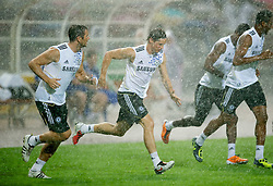 23.07.2011, Rajamangala National Stadium, Bangkok, THA, Chelsea FC Asia Tour, Training, im Bild // Chelsea's Fernando Torres in a torrential downpour of rain during a training session at Rajamangala National Stadium in Bangkok on the club's preseason Asia Tour, EXPA Pictures © 2011, PhotoCredit: EXPA/ Propaganda/ D. Rawcliffe *** ATTENTION *** UK OUT!