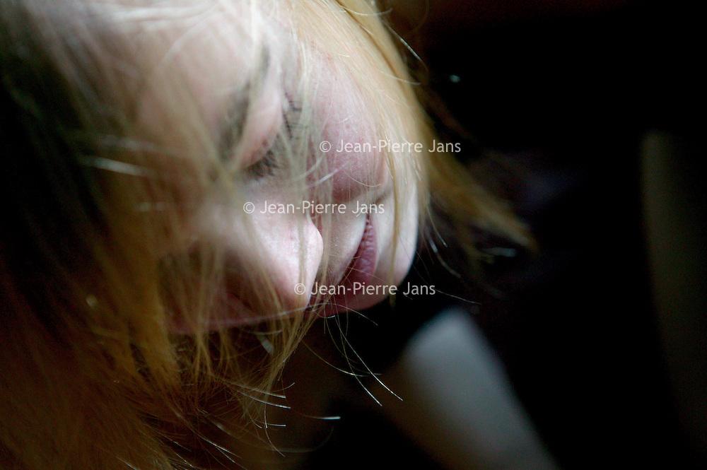 Nederland.Amsterdam.2 december 2004.<br /> <br /> Renske de Greef, schrijfster van haar debuutboek Lust.  Columns.<br /> <br /> NIET VOOR PUBLIKATIE IN TROUW,PAROOL,AD,NRC-HANDELSBLAD EN/OF DE TELEGRAAF!!<br /> <br /> Foto: Jean-Pierre Jans/HH
