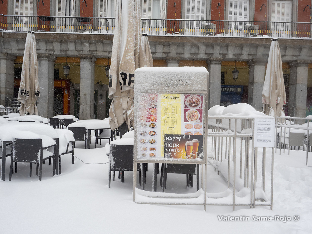 Madrid, Spain. 9 th January, 2021. The terrace of a closed restaurant at Plaza Mayor square covered with snow. Storm Filomena hits Madrid (Spain), a weather alert was issued for cold temperatures and heavy snow storms across Spain; according to the weather agency Aemet is expected to be one of the snowiest days in recent years. © Valentin Sama-Rojo.