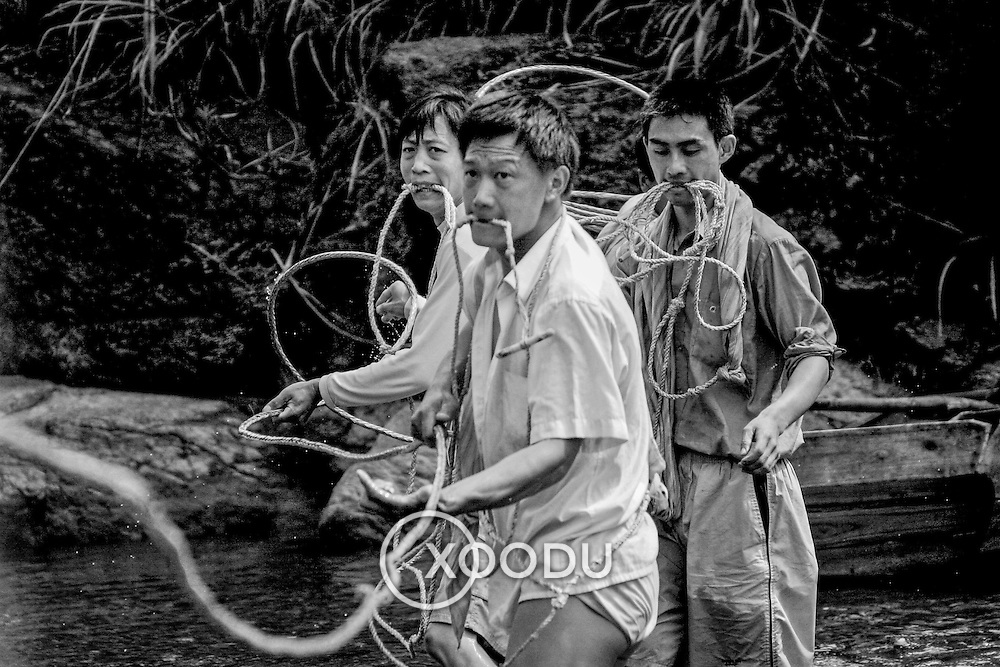 Pulling in the rope, (none), China (May 2004)