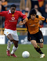 Photo: Glyn Thomas.<br />Wolverhampton Wanderers v Manchester United. The FA Cup. 29/01/2006.<br /> United's Louis Saha (L) battles for the ball with Ki-Hyeon Seol.