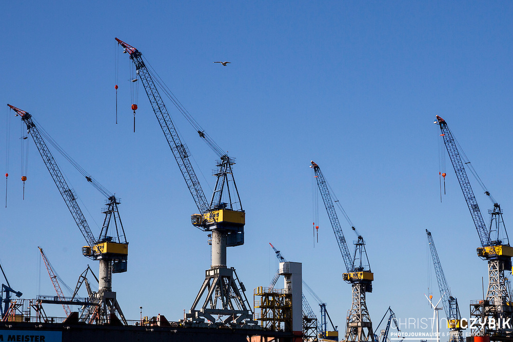 Hafenrundfahrt in Hamburg<br /> <br /> *** Travel Features of the Port of Hamburg, Germany ***
