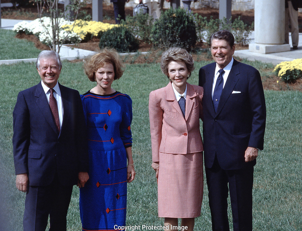 President and Nancy Reagan attend the opening of the Carter Library in Atlanta, GA.  in October 1986.  The Carters and Reagan pose for a  official photograph...Photo by Dennis Brack BSB 18