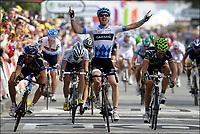 Sykkel<br /> Tour de France 2011<br /> 04.07.2011<br /> Foto: PhotoNews/Digitalsport<br /> NORWAY ONLY<br /> <br /> 3rd stage / Olonne-sur-mer - Redon<br /> <br /> FARRAR Tyler (TEAM GARMIN - CERVELO - USA) - FEILLU Romain (VACANSOLEIL-DCM - FRA) - ROJAS Jose Joaquin (MOVISTAR TEAM - ESP)