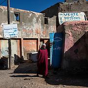Les villages de pêcheurs marocains sont souvent faits d'habitats traditionnels au confort très sommaire