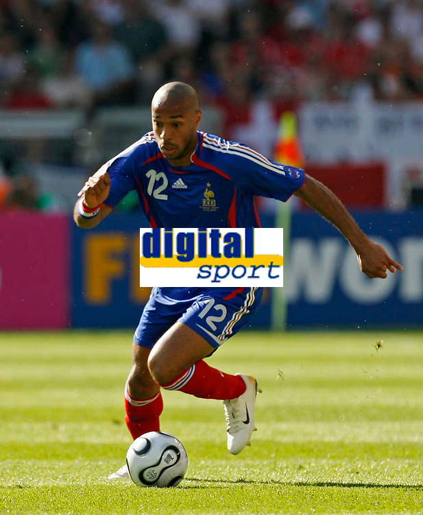 Photo: Glyn Thomas.<br />France v Switzerland. Group G, FIFA World Cup 2006. 13/06/2006.<br /> France's Thierry Henry.