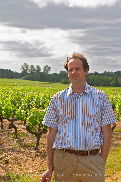 Laurent Cogombles owner and winemaker together with his wife Sophie Lurton in the vineyard  Chateau Bouscaut Cru Classe Cadaujac  Graves Pessac Leognan  Bordeaux Gironde Aquitaine France
