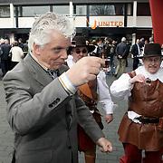 NLD/Hilversum/20080327 - Start ledenwerf actie omroep Max, voorzitter Jan Slagter krijgt een borreltje na de start