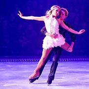 NLD/Eindhoven/20111202- Premiere Holiday on Ice show Tropicana, Michael Boogerd en Darya Nucci aan het schaatsen