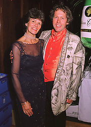 MR & MRS NICHOLAS SMALLWOOD he is the restauranteur, at a party in London on 11th September 1998.MJX 15