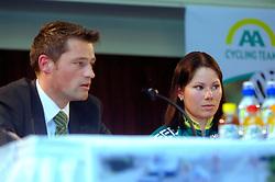 08-03-2006 WIELRENNEN: TEAMPRESENTATIE AA CYCLINGTEAM: ALPHEN AAN DE RIJN<br /> Suzanne de Goede en Michael Zijlaard<br /> Copyrights: WWW.FOTOHOOGENDOORN.NL