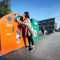 Nederland, Amsterdam , 2 september 2011..Plastic afvalcontainer op de C. van Eesterenlaan..Foto:Jean-Pierre Jans