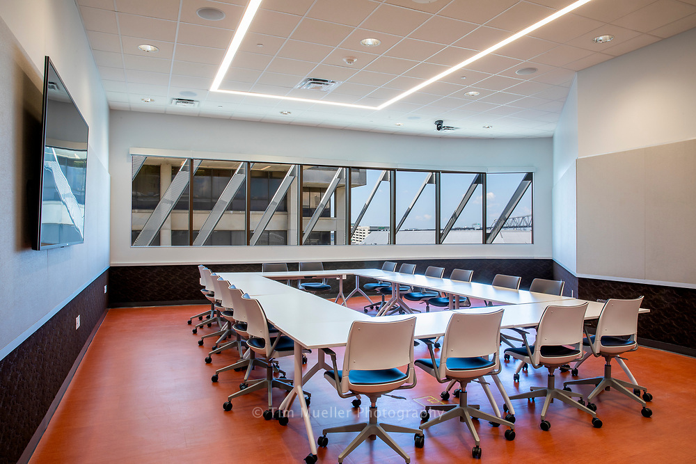 The 48,316 square foot River Center Branch Library overlooks North Boulevard Town Square in Baton Rouge, La. The new library includes three conference rooms and one large meeting room which opens to the public terrace on the fourth floor.