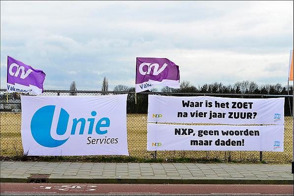 Nederland, Nijmegen, 25-2-2014 Bij de vestiging van chipfabrikant NXP wordt door de bonden, vakbonden een stakingsactie georganiseerd om de looneisen kracht bij te zetten. De animo was bijzonder groot. Honderden mensen legden het werk neer voor een periode van 2 uur. Foto: Flip Franssen/Hollandse Hoogte
