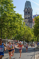 Andrea Deelstra op de marathon met op de achtergrond de Gedächniskirche, bij het EK atletiek in Berlijn op 12-8-2018