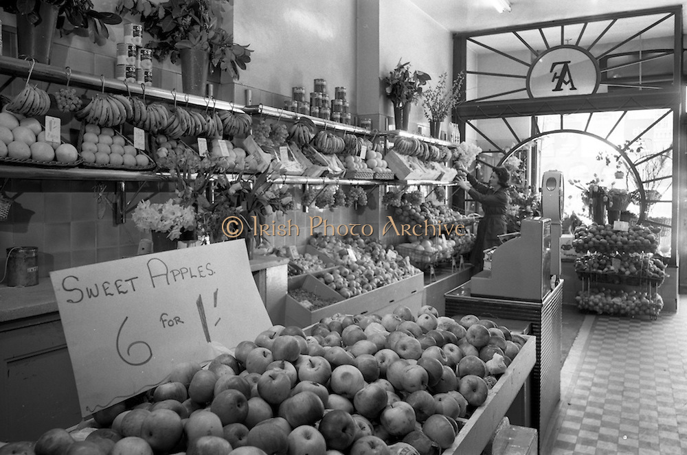 18/04/1963<br /> 04/18/1963<br /> 18 April 1963<br /> Interior of Findlaters grocer, Upper O'Connell Street, Dublin. Fruit stand.