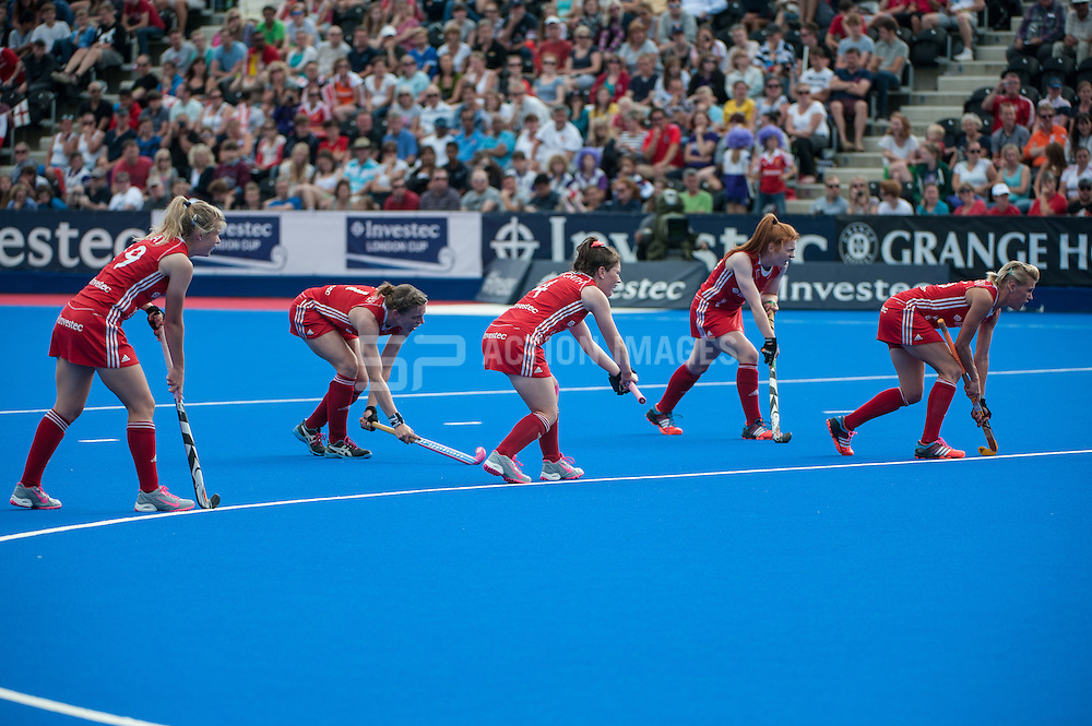 England line up to take a penalty corner against South Africa during the Final of the Investec London Cup. Lee Valley Hockey & Tennis Centre, London, UK on 13 July 2014. Photo: Simon Parker