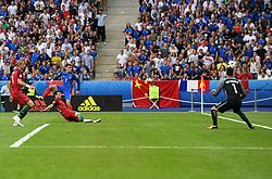Antoine Griezmann of France fires wide  - Mandatory by-line: Joe Meredith/JMP - 10/07/2016 - FOOTBALL - Stade de France - Saint-Denis, France - Portugal v France - UEFA European Championship Final