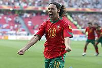 Fotball<br /> Euro 2004<br /> Portugal<br /> 16. juni 2004<br /> Foto: Dppi/Digitalsport<br /> NORWAY ONLY<br /> Portugal v Russland 2-0<br /> JOY MANICHE (POR) AFTER HIS GOAL