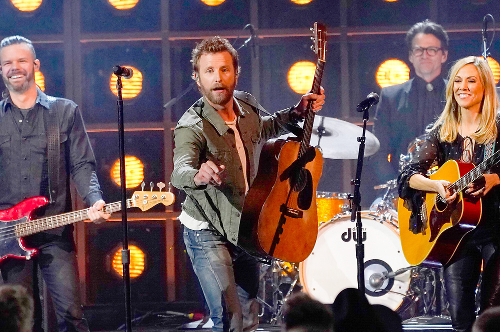 NASHVILLE, TENNESSEE - NOVEMBER 13: (FOR EDITORIAL USE ONLY) Dierks Bentley and Sheryl Crow perform onstage at the 53rd annual CMA Awards at the Bridgestone Arena on November 13, 2019 in Nashville, Tennessee. (Photo by Mickey Bernal/WireImage)