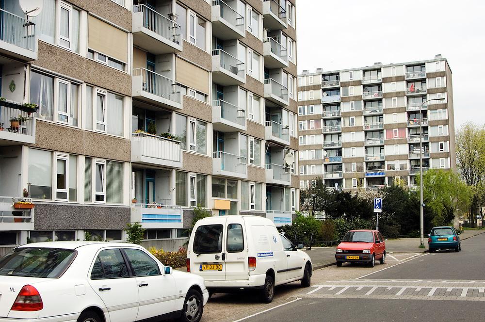 Nederland, Utrecht, 11 april 2007.Woonwijk Overwecht, flat, flats, hoogbouw.Nieuwbouwwijk..Foto (c) Michiel Wijnbergh