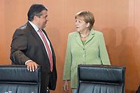 11 JUN 2014, BERLIN/GERMANY:<br /> Sigmar Gabriel (L), CDU, Bundeswirtschaftsminister, und Angela Merkel (R), CDU, Bundeskanzlerin, im Gespraech, vor Beginn einer Kabinettssitzung, Bundeskanzleramt<br /> IMAGE: 20140611-02-010<br /> KEYWORDS: Sitzung, Kabinett, Gespräch