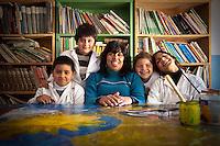 """MAESTRA SUZANA CON ALGUNOS DE LOS NINOS ALUMNOS DE LA CLASE DE """"APOYO ESCOLAR DULCE ESPERANZA"""", DIQUE LUJAN, PROVINCIA DE BUENOS AIRES, ARGENTINA (PHOTO © MARCO GUOLI - ALL RIGHTS RESERVED)"""