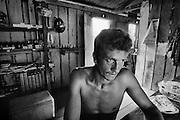 Brazil, Amazonas, Eldorado do Juma.<br /> <br /> Curutela (camp de base), commerce.<br /> Eldorado do Juma est maintenant un bidonville de plastique noir et de misere croissante sur la rive du fleuve, qui attire les prospecteurs. Des centaines d'hommes y creusent la boue sur leurs petites parcelles delimitees par des branchages et des ficelles. A la fin du jour, les plus chanceux auront trouve quelques poussieres d'or, vendues ensuite 40 reals le gramme (14,5 euros) a Apui, 65km au nord. Les plus riches du coin sont ceux et celles qui cuisinent, nettoient ou divertissent les mineurs.<br /> Dans ce camp on denombre plusieurs restaurants, des epiceries, deux discotheques, quelques bars ou les demoiselles soulagent les hommes, deux pharmacies et une loterie dans laquelle on peut venir miser le gain de la journee.