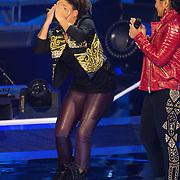 NLD/Hilversum /20131213 - Halve finale The Voice of Holland 2013, Julia van der Toorn en Cheyenne Toney