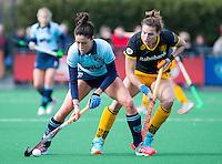 LAREN - Hockey - Hoofdklasse competitie dames . Laren-Den Bosch (1-2). Naomi van As (Laren) met Frederique Matla (Den Bosch)    COPYRIGHT KOEN SUYK