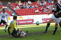 Fotball, NM Rosenborg - Hønefoss 30.06.06 1-2<br /> Situasjonen som førte til scoring ved Are Tronseth<br /> Foto: Carl-Erik Eriksson, Digitalsport