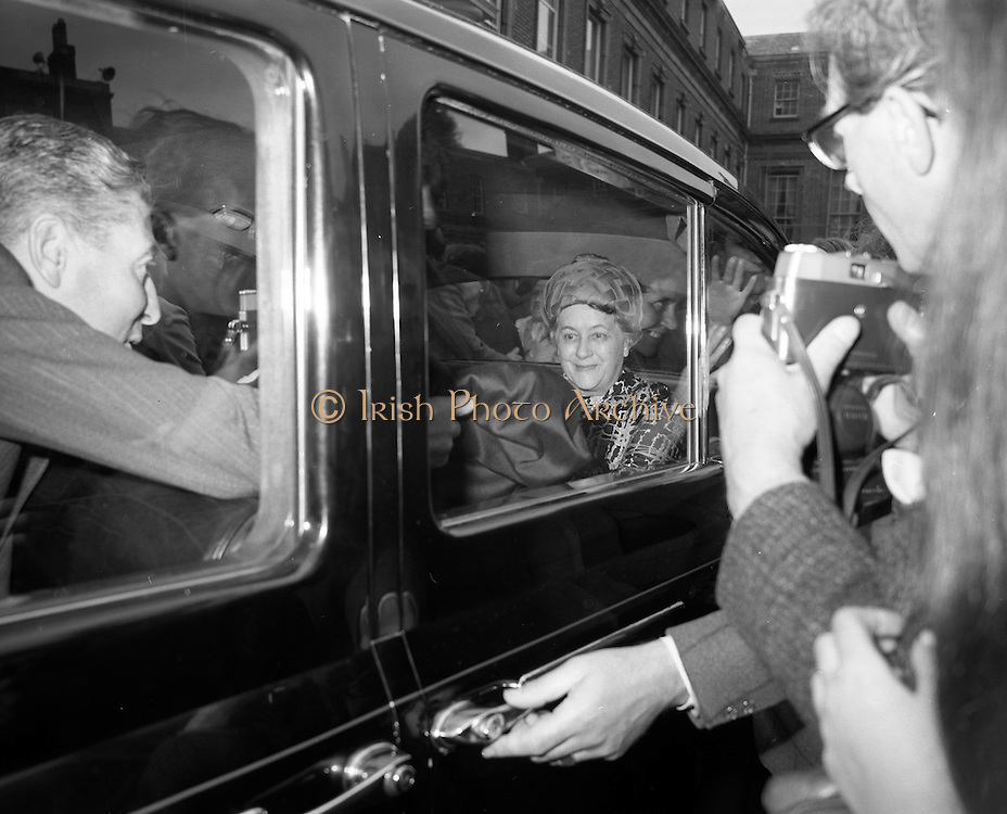 19/06/1969<br /> 06/19/1969<br /> 19 June 1969<br /> General Charles de Gaulle leaves Dublin Castle for Dublin Airport after having had lunch with Taoiseach Jack Lynch. Image shows Madame de Gaulle in the car.
