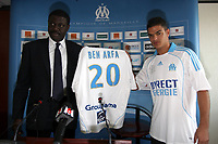 Fotball<br /> Frankrike<br /> Foto: Dppi/Digitalsport<br /> NORWAY ONLY<br /> <br /> FOOTBALL - FRENCH CHAMPIONSHIP 2008/2009 - OLYMPIQUE MARSEILLE - 2/07/2008 - HATEM BEN ARFA (OM NEW PLAYER) DURING HIS PRESENTATION WITH PAPE DIOUF (PDT)