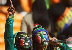 11.06.2010, Soccer City Stadium, Johannesburg, RSA, FIFA WM 2010, Südafrika vs Mexico im Bild Fans enjoy the pre matvch entertainment, EXPA Pictures © 2010, PhotoCredit: EXPA/ IPS/ Mark Atkins / SPORTIDA PHOTO AGENCY